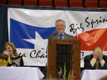 Tumbleweed Smith speaking at the Big Spring Area Chamber of Commerce's annual banquet.